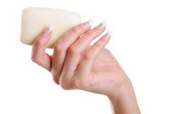 Higiene de la mano femenina con el jabón blanco Imágenes de archivo libres de regalías