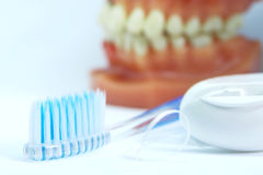Higiene oral no fundo branco Foto de Stock