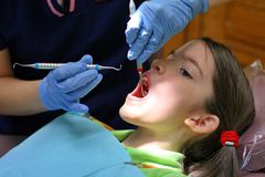 Higienista dental no trabalho Foto de Stock Royalty Free