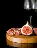 Higos frescos; Prosciutto y vino rojo Foto de archivo libre de regalías