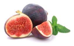 Higos maduros de la fruta en blanco. Imagenes de archivo