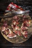 Higos y jamón del pan Imagen de archivo libre de regalías