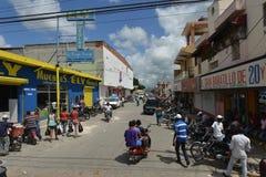 Higuey繁忙的市街道,多米尼加共和国 免版税库存照片