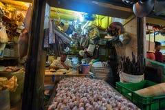 HIGUEY, ΔΟΜΙΝΙΚΑΝΉ ΔΗΜΟΚΡΑΤΊΑ - 1 ΝΟΕΜΒΡΊΟΥ 2015: Πωλητής στην τοπική αγορά σε Higuey στοκ εικόνα με δικαίωμα ελεύθερης χρήσης