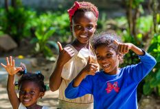 HIGUEY, DOMINICAANSE REPUBLIEK - CIRCA NOVEMBER 2015: Drie niet geïdentificeerde Dominicaanse meisjes Stock Foto