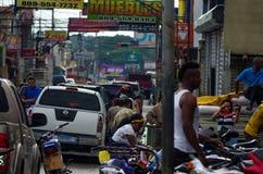 HIGUEY, republika dominikańska - LISTOPAD 1, 2015: Ruchliwa ulica w Higuey, Dominicana Zdjęcia Stock