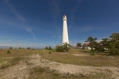 Hiiumaa Estland - Juli 16 2016: Högväxt och vit Tahkuna fyr Royaltyfri Foto