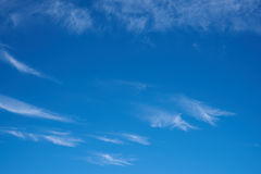 Hij de mooie blauwe wolken van de hemelcirrus Stock Afbeeldingen