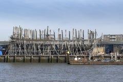 Hij wederopbouw van het de 18de eeuwschip 'DE Delft ', dat één van de grootste schipreplica's in de wereld zal zijn! royalty-vrije stock afbeelding