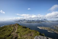 Hij westelijke Lofoten-eilanden Schot van een berg in Vestvagoy geroepen MT Middagstind Royalty-vrije Stock Fotografie