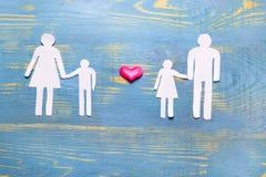Hij, zij, en kinderen van document de verhouding van familie worden verwijderd die aan elkaar de liefde en het hormoon zouden in  royalty-vrije stock fotografie