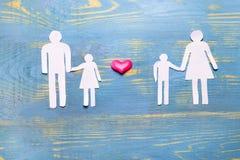 Hij, zij, en kinderen van document de verhouding van familie worden verwijderd die aan elkaar de liefde en het hormoon zouden in  stock foto's