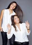 Hija bastante adolescente linda con la madre madura Fotografía de archivo libre de regalías