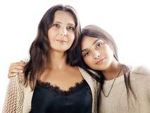 Hija bastante adolescente linda con la madre madura que abraza, mulatos ascendentes del moreno del cierre moreno del maquillaje d Fotos de archivo libres de regalías