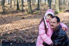 Hija con el papá Imagen de archivo libre de regalías