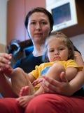 Hija con la mama Fotos de archivo libres de regalías