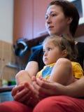 Hija con la mama imagenes de archivo