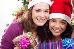 Hija de la mama de la Navidad Fotos de archivo