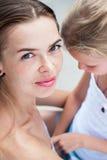 Hija hermosa joven de la madre y del adolescente Imagen de archivo