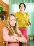 Hija triste después de una pelea con la madre Imagen de archivo libre de regalías