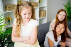 Hija y hermana tristes Fotos de archivo libres de regalías