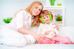 Hija y mamá Fotos de archivo libres de regalías