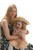 Hija y sombrero de la madre Foto de archivo libre de regalías