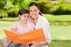 Hija y su madre Imagen de archivo libre de regalías