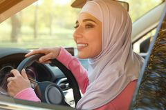 hijab的现代回教妇女 免版税库存图片