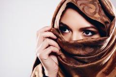 hijab的年轻阿拉伯妇女 免版税图库摄影
