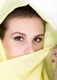 Hijab de port de jeune belle femme, portrait femelle élégant photographie stock libre de droits