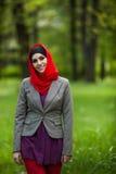 Hijab que lleva de la mujer musulmán hermosa Fotografía de archivo libre de regalías