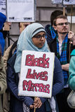 Hijabi vive materia imagenes de archivo