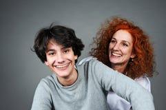 Hijo de la madre y del adolescente fotografía de archivo libre de regalías