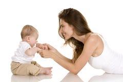 Hijo de la madre y del bebé Foto de archivo libre de regalías