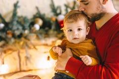 Hijo de la Navidad del padre imágenes de archivo libres de regalías