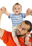 Hijo del padre y del bebé, jugando junto Imagen de archivo libre de regalías