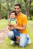 Hijo indio del padre Foto de archivo libre de regalías
