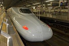 Hikari Superexpress, Kyoto, Japón imagenes de archivo