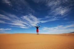 Hike no deserto fotografia de stock royalty free