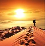 Hike no deserto imagens de stock
