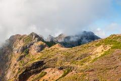 Hiker восхищая Pico делает Arierio, Ruivo, Мадейру, Португалию, Европу Стоковые Изображения RF