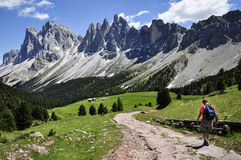 Hiker, горы доломита Стоковое Изображение