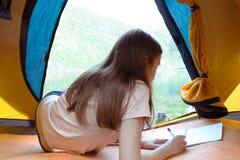Hiker девушки на Норвегии Стоковое Фото