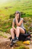 Hiker женщины в горах Стоковое Изображение