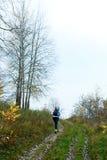 Hiker женщины на природе осени Стоковые Изображения
