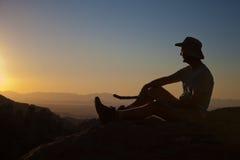 Hiker на верхней части Стоковые Фотографии RF