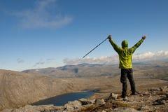 Hiker на верхней части Стоковая Фотография