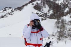 Hiker принимает фото стоковое изображение