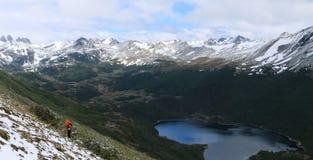 Hiker, цепь Dientes de Navarino пешая, Чили Стоковая Фотография